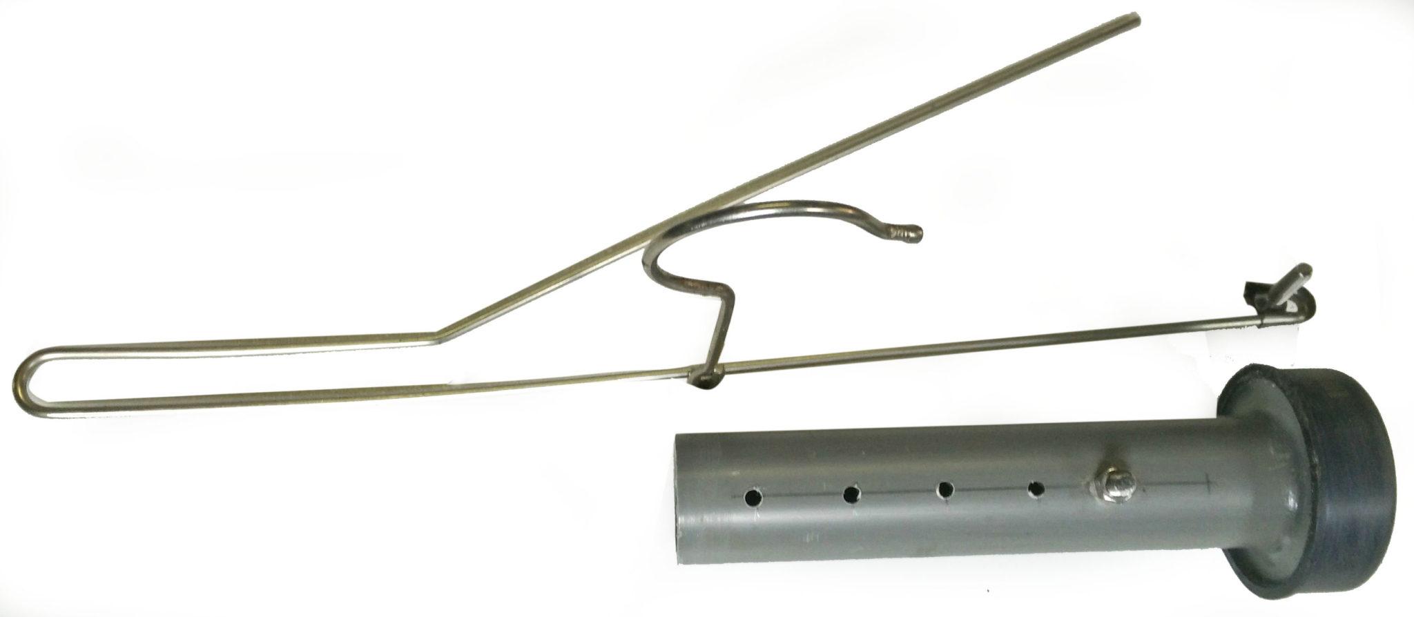 Cryptex maken - oude kleerhanger om bouten aan te brengen